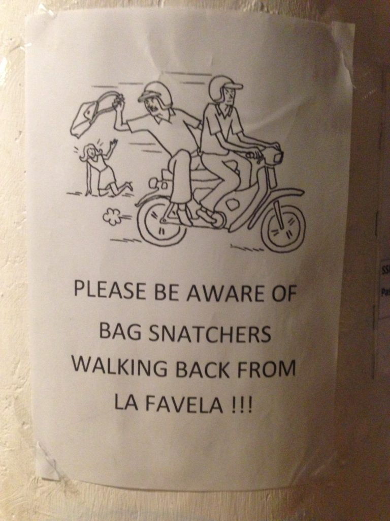 Sign warning about bag snatchers.