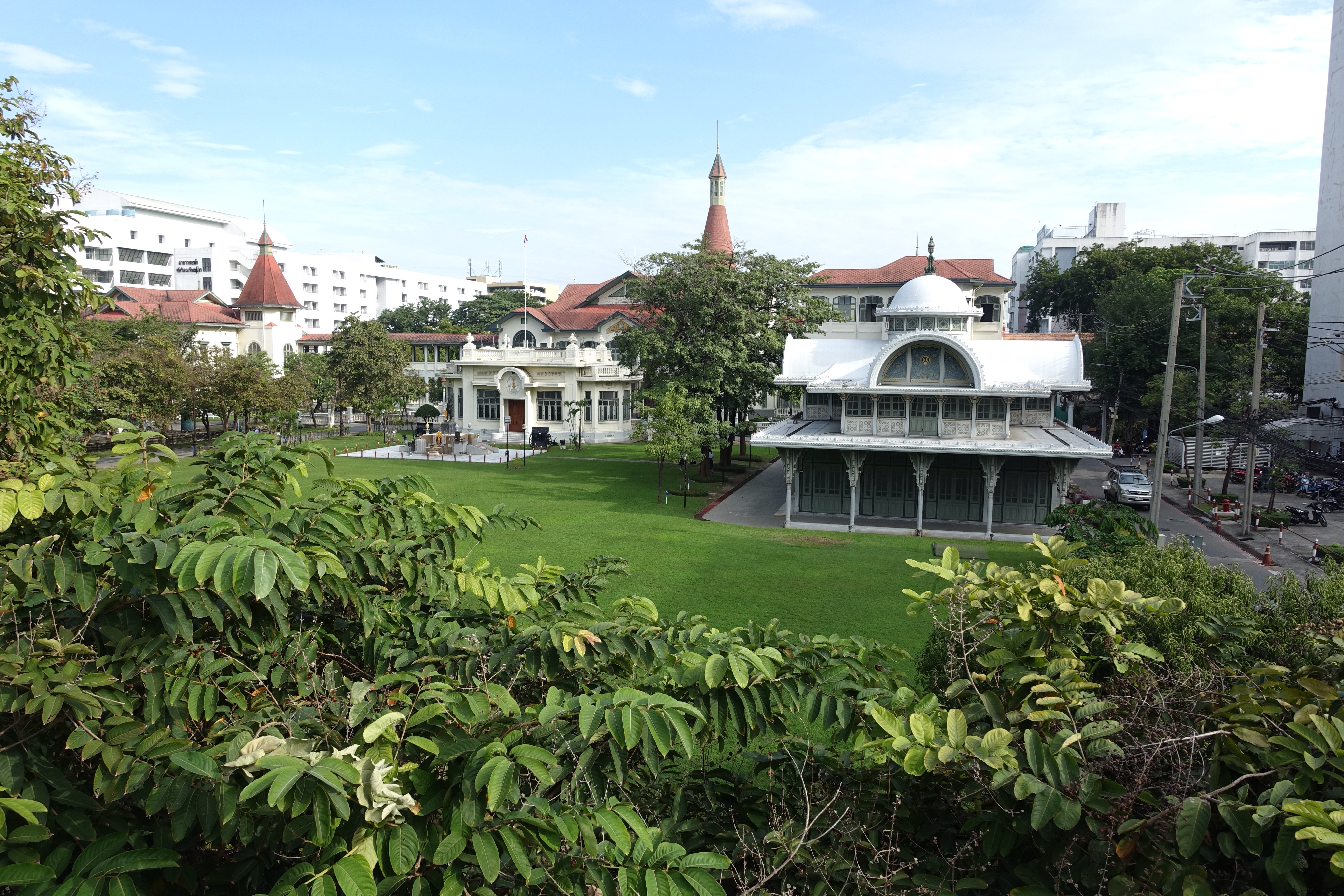 Picture of green palace gardens in Bangkok
